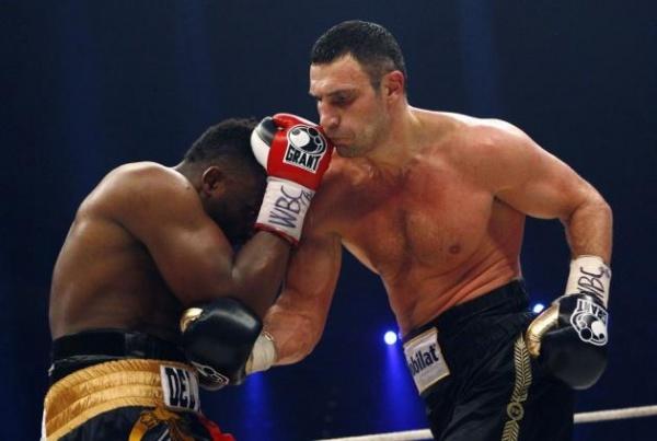 235343-wbc-heavyweight-boxing-champion-vitali-klitschko-right-lands-a-punch-o