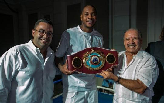 OMB homenajea a estrella de la NBA Carmelo Anthony por su labor con su Fundación