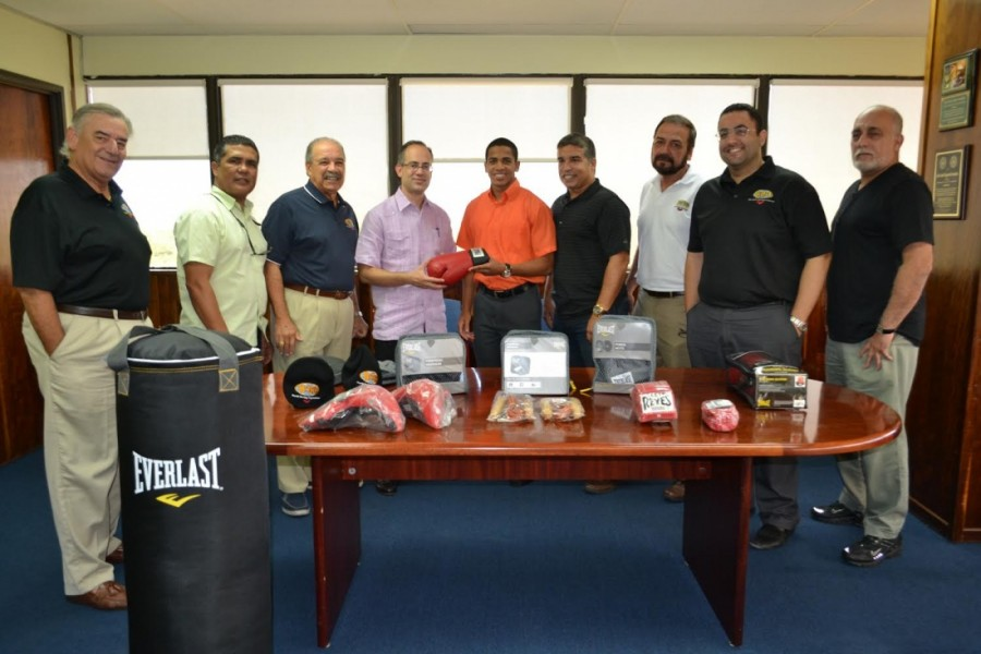 OMB dona equipo de boxeo a Correccional Ponce Principal