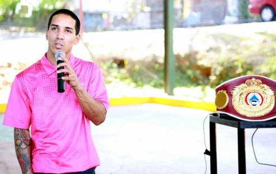Manny Rodríguez motiva a niños de Hatillo, PR