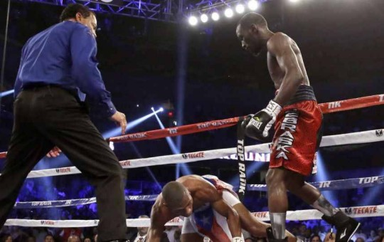 Crawford stops Dulorme in 6th, wins WBO junior welterweight title