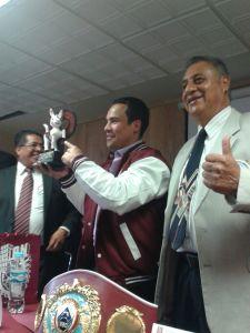 JUAN MANUEL MÁRQUEZ, ESTANDARTE DE LA OMB, OFRECE CONFERENCIA EN EL IPN CONTRA LOS VICIOS