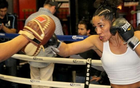 Suda confianza Amanda Serrano para buscar título pluma de la OMB