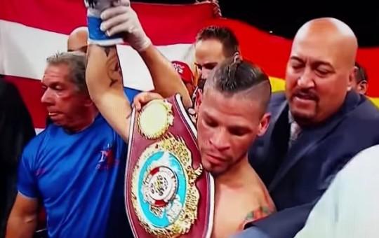 Orlando Cruz Fends Off Scrappy Alejandro Valdez For TKO Win