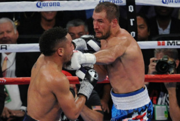 Ward dropped, wins 114-113 decision on all cards